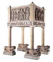 Basilica Cattedrale.  Pulpito frammentariorealizzato nel 1940  con altorilievi originali romanici.